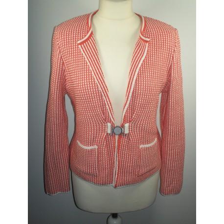 veste orange et blanc